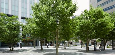 TRUST CITY PLAZA前広場